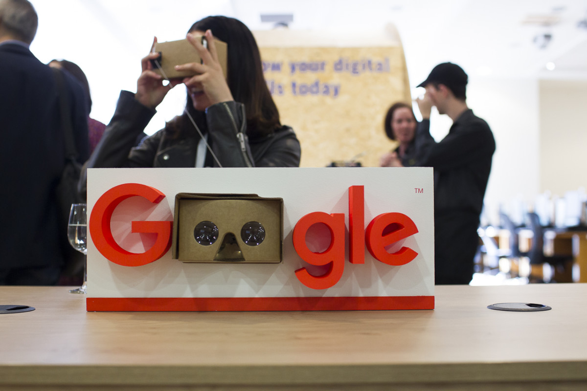Google logo with a virtual reality set in place of the two O's in Google.