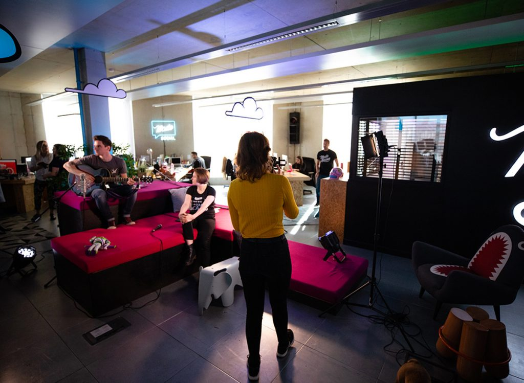James from sweet wave audio and Hannah Jarrett-Scott playing be your weird self live at MadeBrave